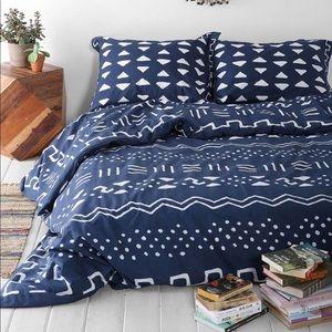 UO 4040 locust Mari Mod duvet/pillowcase